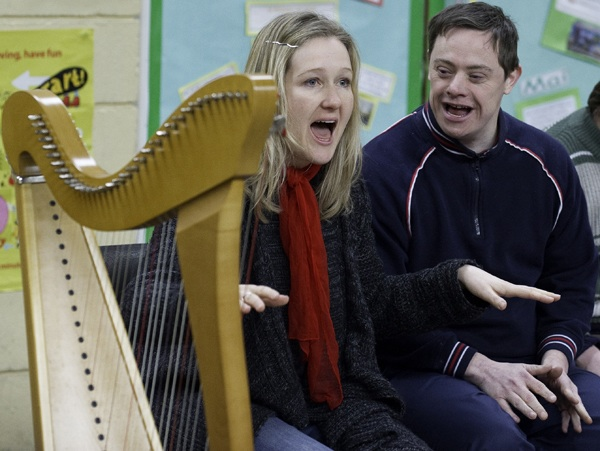 Bethan Nia harp songs and taster workshops