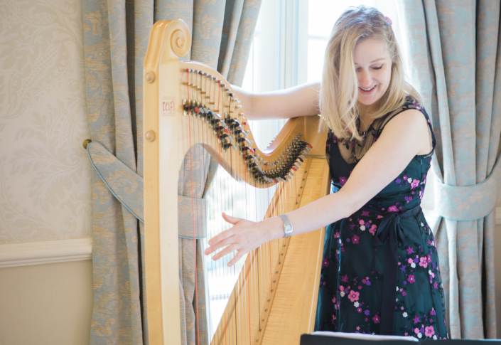 Bethan Nia playing her harp at a function