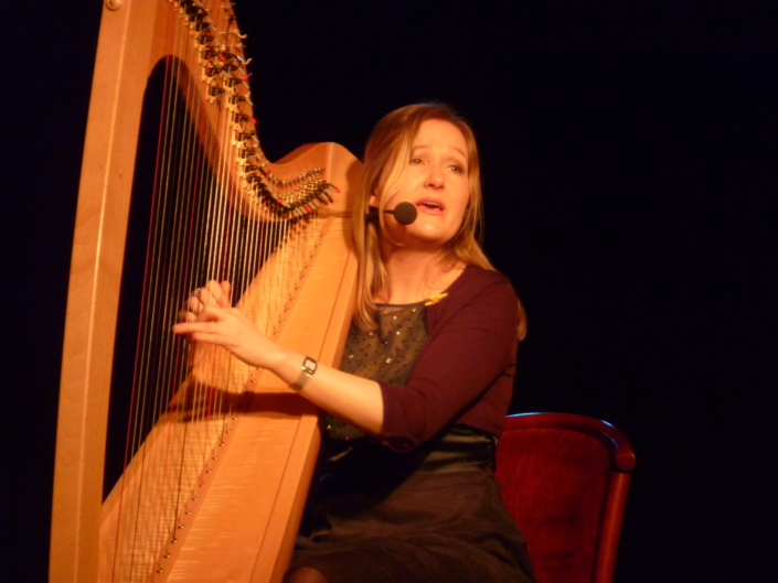 Bethan Nia performing with her harp